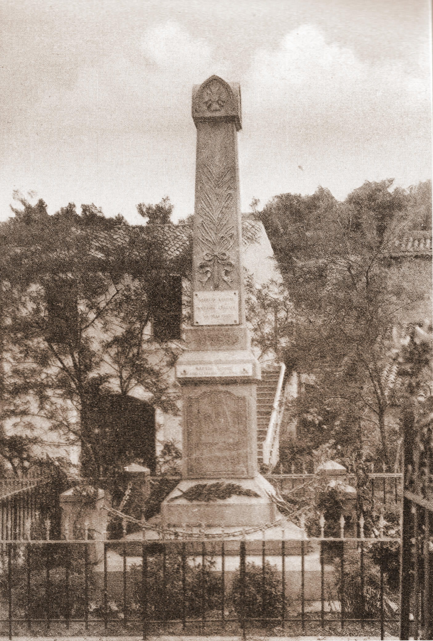 Monument Aux Morts002