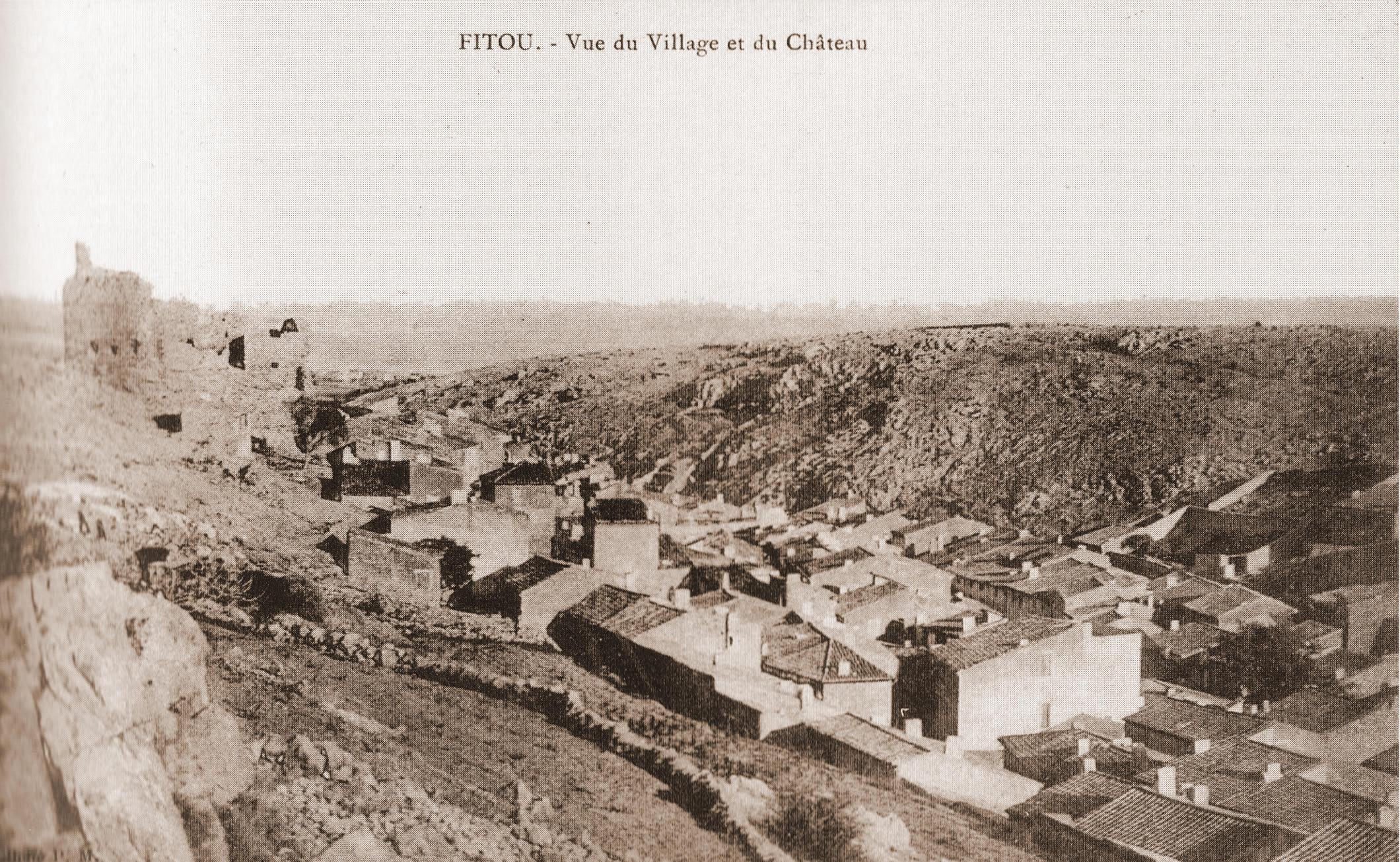 Vue du Village e du Chateau001